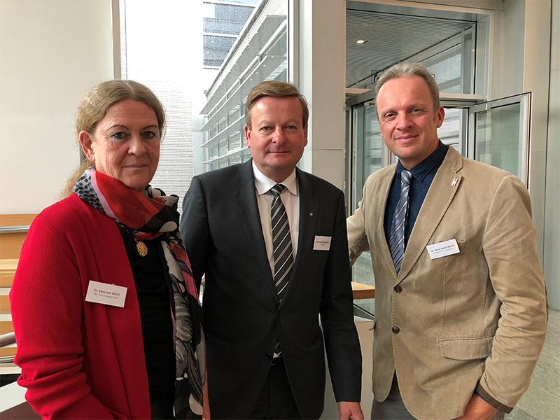 Dr. Eleonore Wolf, NÖ Landesregierung, Landesrat Gottfried Waldhäusl und Dr. Heinz Heistinger (Präsident der NÖ Tierärztekammer).