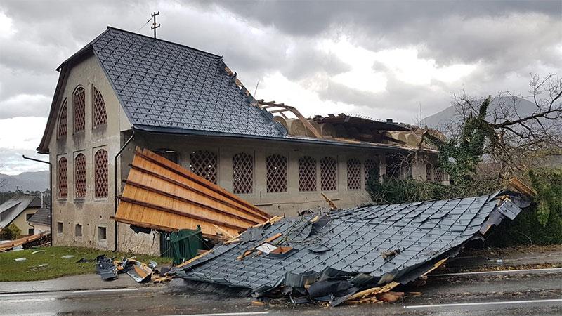 Orkan Unterbergen Schaden Dach Haus Unwetter