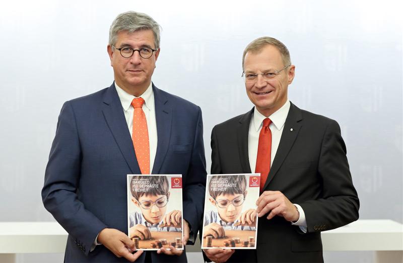 Generaldirektor Mag. Gerhard Starsich (Münze Österreich) und Landeshauptmann Thomas Stelzer (ÖVP)