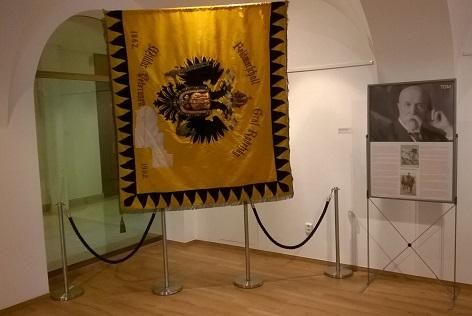 puvodni ceskoslovenska vlajka