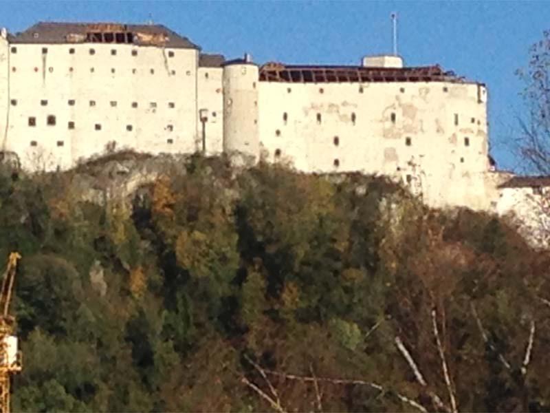 Zeughausdach der Festung abgedeckt