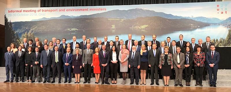 Gruppenfoto im Rahmen einer informellen Tagung der Ministerinnen und Minister für Umwelt