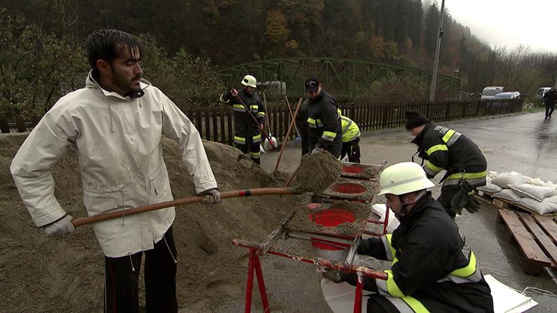 Sachsenburg Drau Hochwasser Sandsäcke