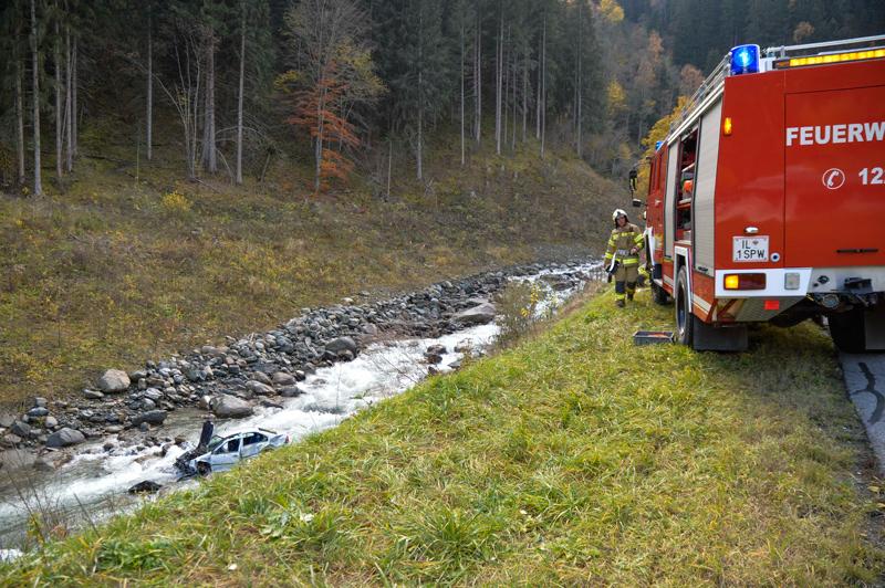 In Melach abgestürztes Auto
