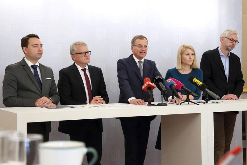 Manfred Haimbuchner, Bürgermeister Klaus Luger, Landeshauptmann Thomas Stelzer, Christine Haberlander und LH-Stv. Michael Strugl