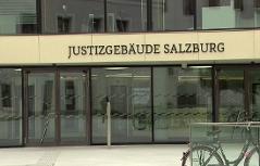 Eingang des Justizgebäudes in Salzburg (Landesgericht, Staatsanwaltschaft)