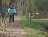 Radfahrer enger Radweg