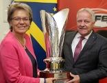 Sport-Landesrätin Petra Bohuslav und ÖFB-Präsident Leo Windtner