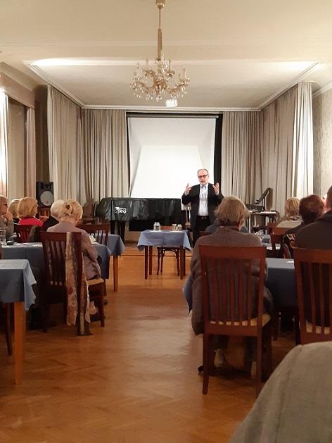 Jiří Pehe při přednášce pro Akademický spolek ve Vídni ve Slovanské besedě, 17.11.2018