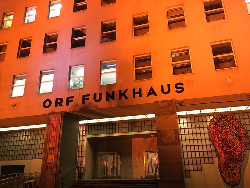 """Beleuchtungsprobe zu """"Orange the World"""" am Freitag, 23. November 2018, auf dem ORF-Funkhaus in der Argentinierstraße"""