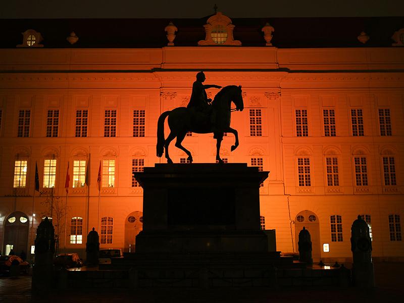 """Fototermin """"Das Parlament wird orange - Orange the World"""" am Mittwoch, 21. November 2018, vor dem Parlamentsausweichquartier in Wien"""