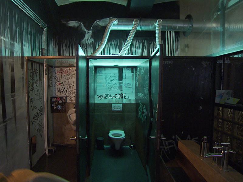 Unisextoilette in einem Lokal auf der Wieden