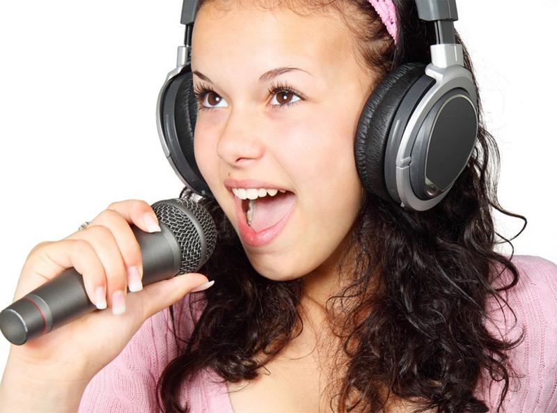 junge Sängerin