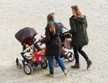 Mütter mit Kinderwagen
