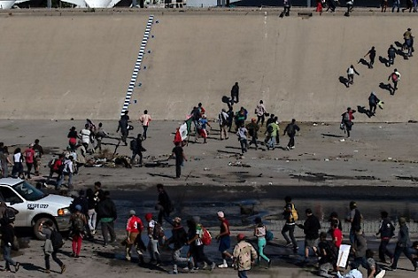Grenze Mexiko-USA: Mittelamerikanische Migranten versuchen die USA zu erreichen - me