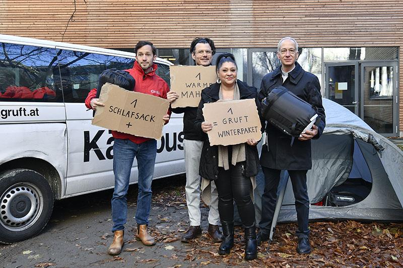 Caritas Wien-Geschäftsführer Klaus Schwertner (R), Schauspieler Manuel Manuel Rubey (L) und Caritas-Präsident Michael Landau