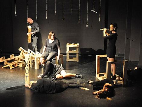 Gledališka predstava Gustav Januš Sele