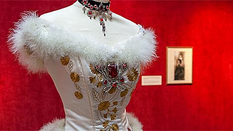 sissi, sis, ruhák, sopron, liszt ferenc kulturális központ