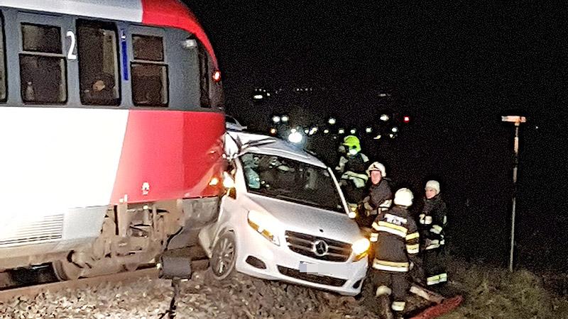 Auto gegen Zug St. Paul
