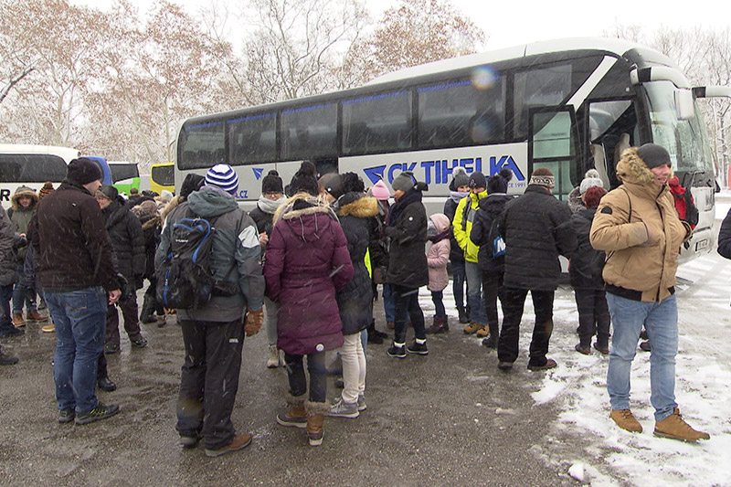 Bus und Touristen