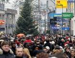 Menschenmassen in der Wiener Innenstadt