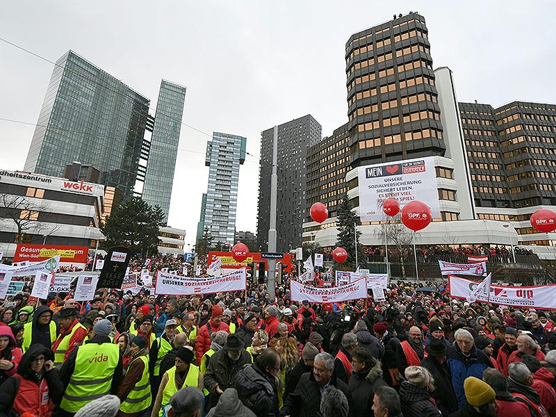 Protestkundgebung gegen die Sozialversicherungsreform am Wienerberg