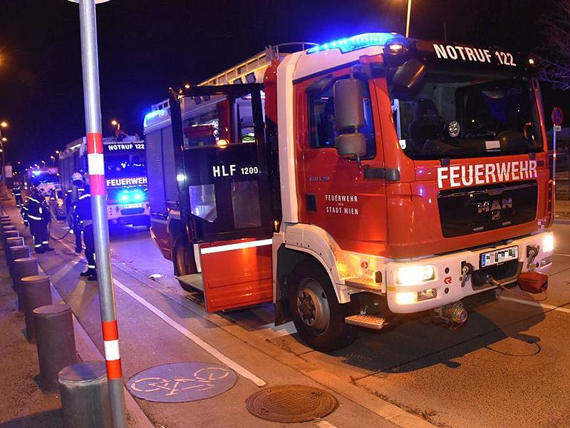 Feuerwehrauto bei Brand in Pflegeheim in Wien-Leopoldstadt