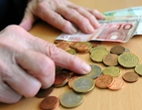 Pensionistin Geld Banknoten Münzen Euro