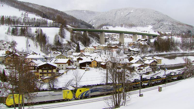 Güterzug im Wipptal