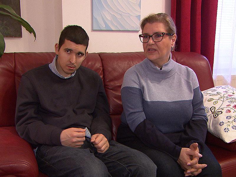 Arian mit seiner Mutter Regina Schramm-Saraie