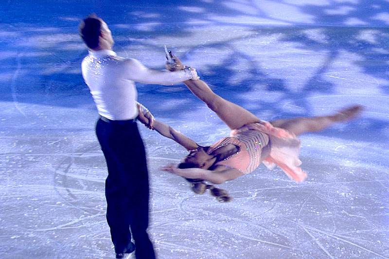 Eiszauber Paar auf dem Eis Eiskunstläufer