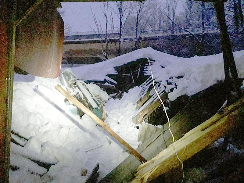 Dach unter Schneelast eingestürzt