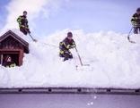 Feuerwehr beim Schneeräumen