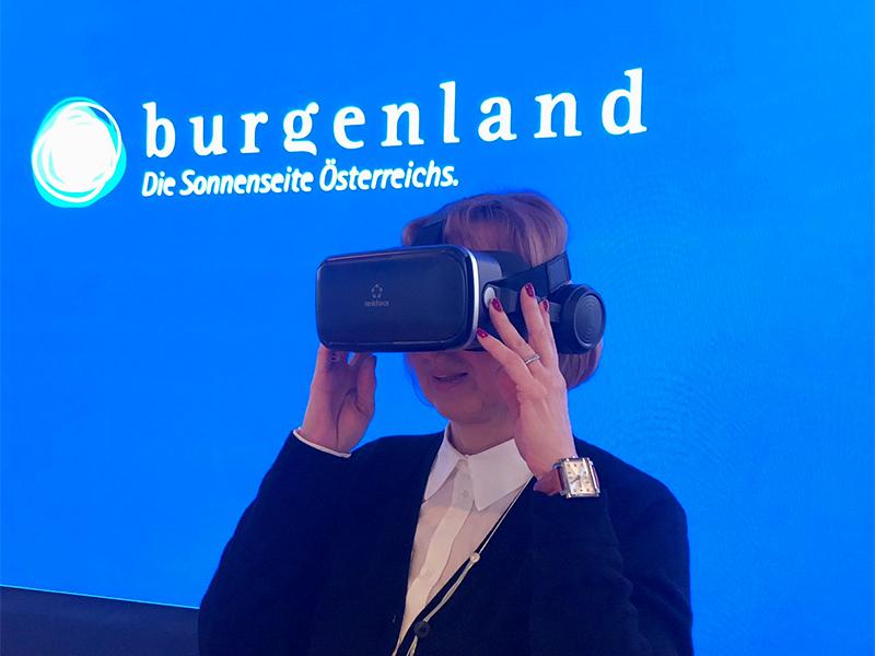 Virtual-Reality-Brille auf der Ferienmesse