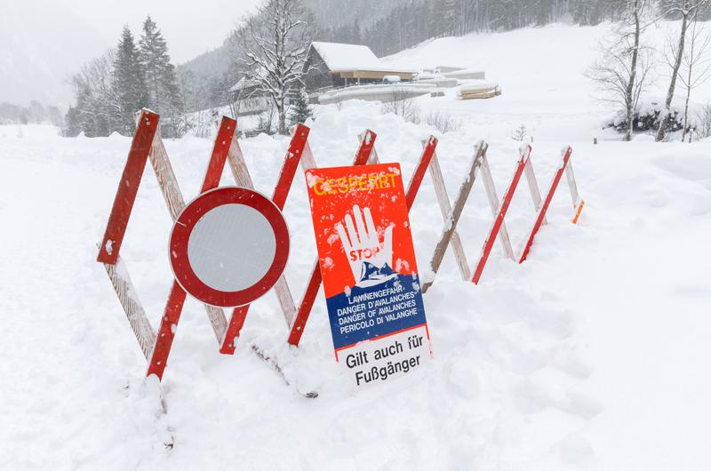 Straßensperre wegen der Schneemenge