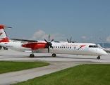 Dash Turbopropmaschine der Austrian Airlines (AUA) auf dem Salzburger Flughafen
