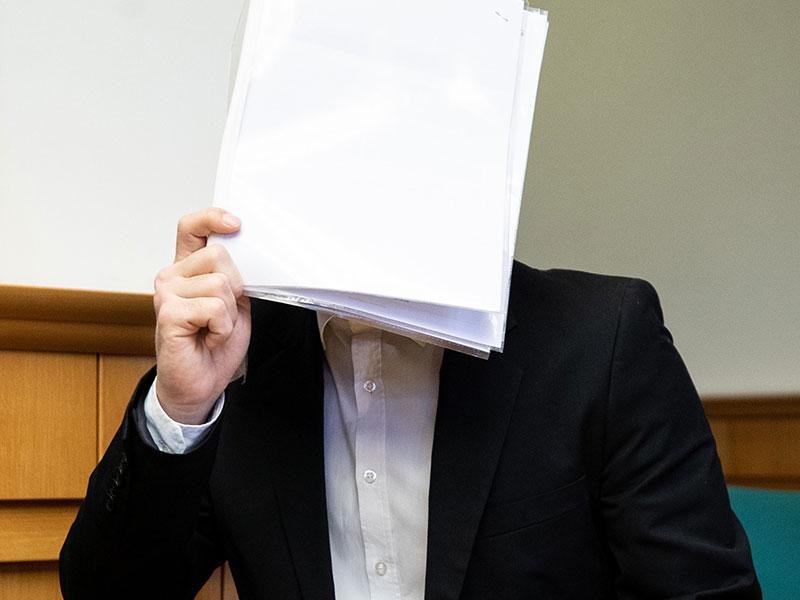 Prozess um einen sexuellen Übergriff auf eine junge Studentin am Donauinselfest wird wiederholt. Im Bild: Der Angeklagte vor Prozessbeginn