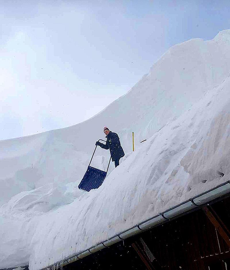 Schnee Dach Schneemassen