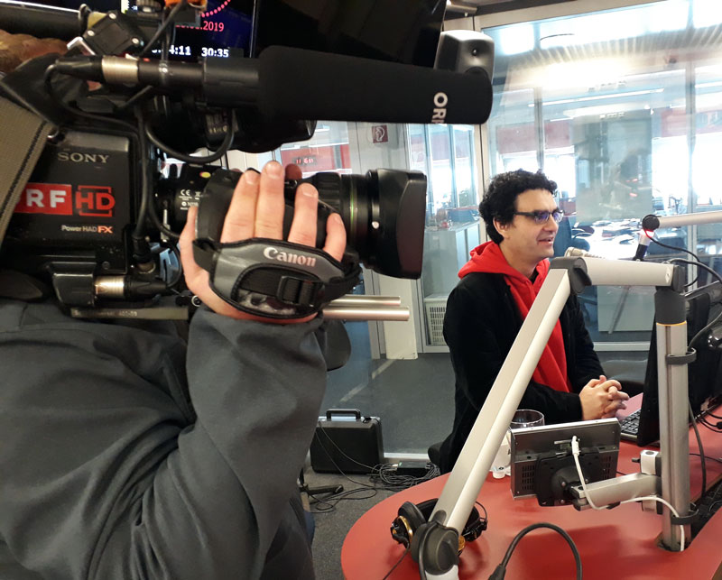 Rolando Villazon im Radiostudio
