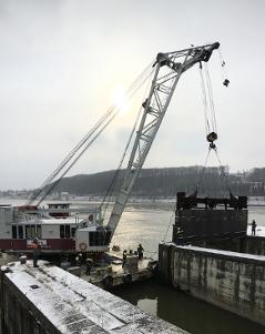 Im Kraftwerk Ybbs-Persenbeug wird eine Turbine abgedämmt