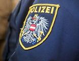 Polizeilogo auf einer Jacke