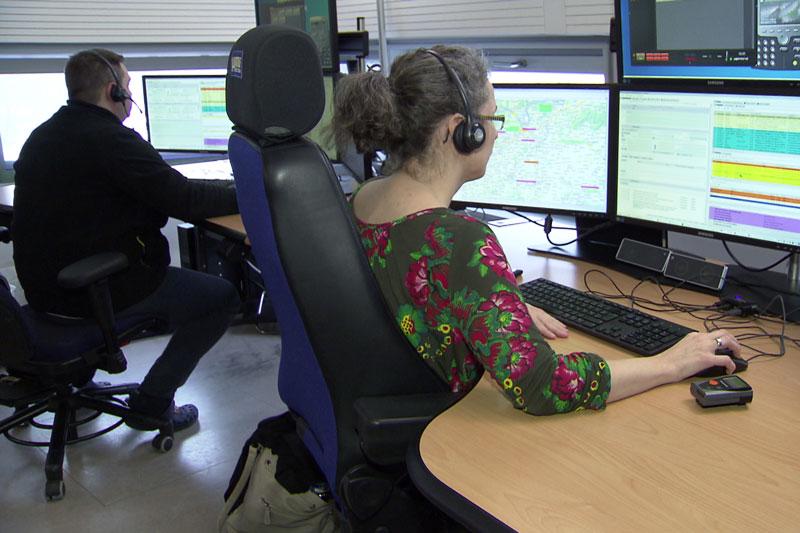 Notruf Niederösterreich Mitarbeiter Bildschirme