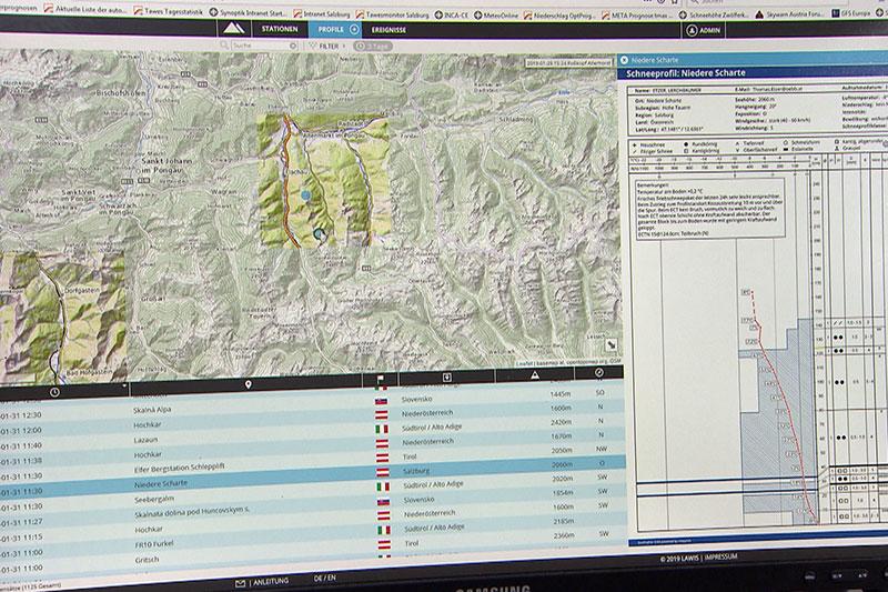 Computerbildschirm mit Lawineninformationssystem LAWIS
