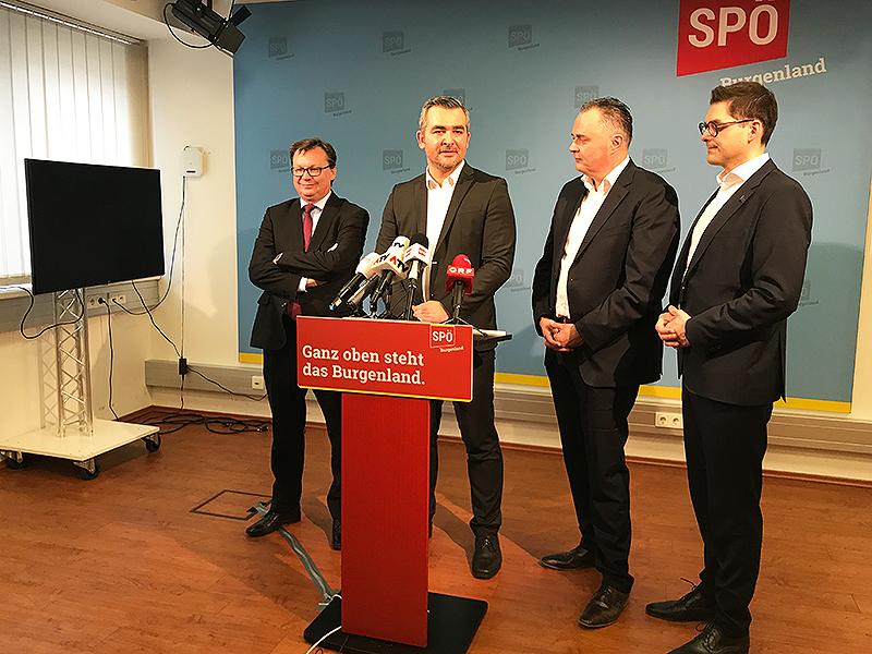 Heinrich Dorner bei einer Pressekonferenz