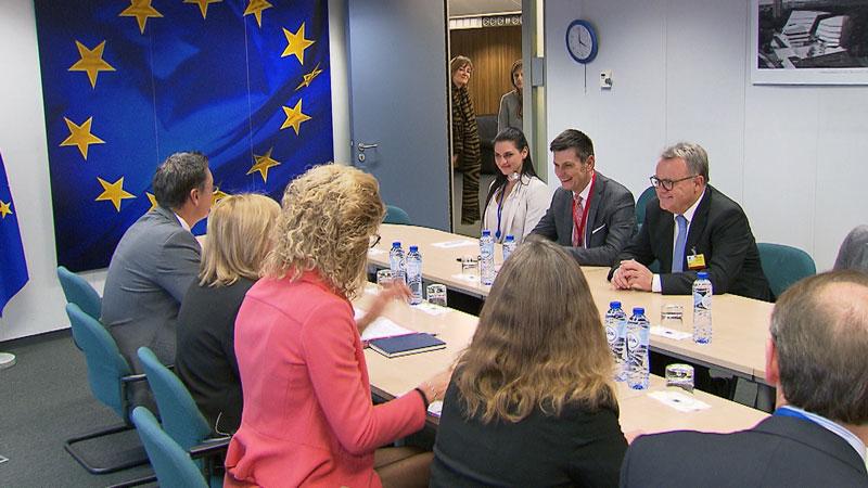 Illedits und Niessl bei einer Sitzung in Brüssel