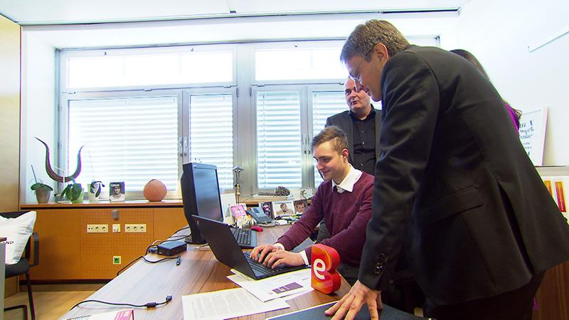 Lehrling bei der Energie Burgenland am Computer