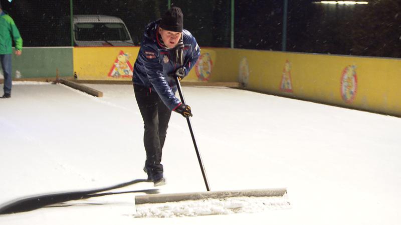 Kegljanje na ledu u Lučmanu