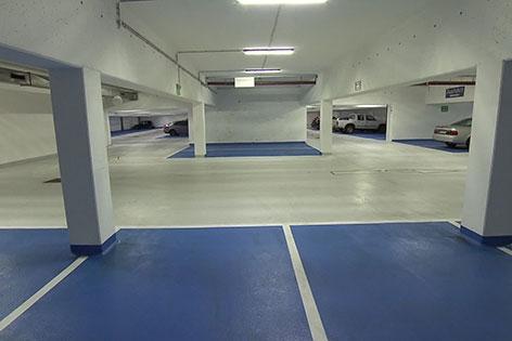 Leere Parkgarage