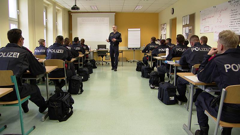 Polizei ältere Schüler 40