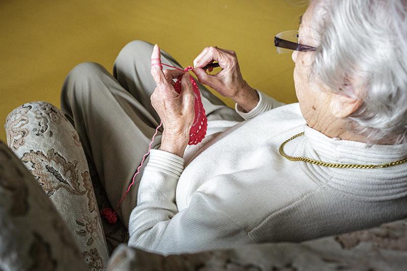 Senioren Pflege Gesundheit Stricken Pension